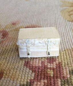 Dollhouse Miniature Silk Wedding Bag Luggage Suitcase Valise Satchel Grip Lg 553
