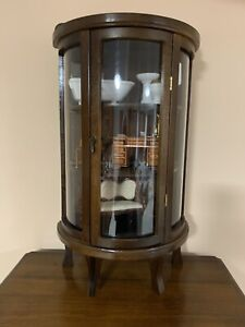 """Vintage Butler Curved Glass Front Curio Cabinet Wall/Table Display 23"""" Tall Leg"""