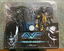 "NECA  AvP Celtic Predator & Battle Damaged Grid Alien ""Rivalry Reborn""  2-Pack"
