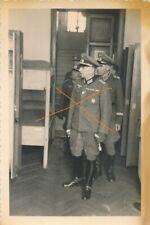 Nr. 32064 Foto 2 Wk Deutsche Offiziere  1943 Orden Dolch Ärmelband  7 x 10 cm