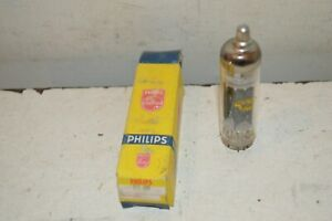 ANCIEN TUBE LAMPE  PHILIPS TSF EY88  NEUF AVEC BOITE