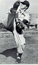 1950 Wire Photo pitcher Paul Pettit of the Pirates windup at workout practice