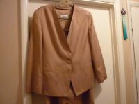 Windsmoor suit size 12 jacket + skirt, elegant and simple great quality and cond