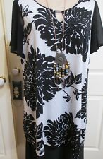 Ladies Black & White Floral Short Sleeved Top size 22 Autograph Label