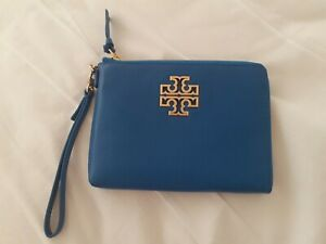 TORY BURCH WRISTLET  BRITTEN LARGE ZIP POUCH BONDI BLUE LEATHER NEW