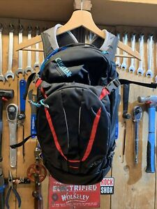 Camelbak Luxe NV Hydration Pack Charcoal/Fiery Coral
