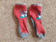 Par de calcetines de bebé niño rojo, oso polar, se adapta a niños de tamaño 3 - 5.5