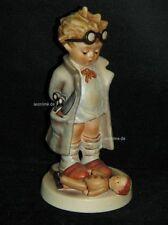 "Goebel Hummel 127 ""Puppendoktor"", doctor, Junge als Arzt mit Puppe"