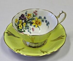Queen Anne Cup & Saucer England Bone China Yellow Daffodil Bouquet