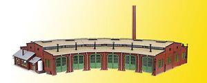 Vollmer 45758 Roundhouse 6-ständig 33 7/8x16 1/2x5 1/8in Chimney 11 13/16in