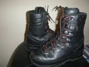 LOWA GTX MOUNTAIN BOOTS GERMAN MADE MILITARY WALKING BOOTS/GORE-TEX/LEATHER UK 9