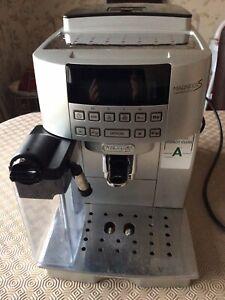 De'Longhi Magnifica S Bean to Cup Espresso / Cappuccino Machine  - Silver . VGC.