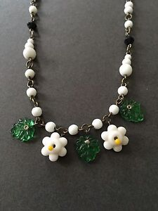 VINTAGE NECKLACE FLORAL FLOWER DAINTY BEADS SUMMER 1940s WITH CHAIN