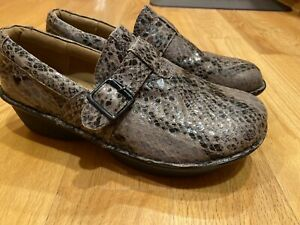 Nurse Mates Pillow Top Clogs Shoes Gelsey Snake Skin Print Womens Size 10W EUC