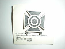 US ARMY SHARPSHOOTER BADGE WITHOUT BAR -SILVER OXIDIZED
