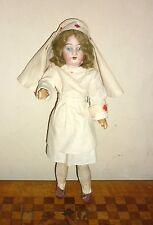poupée ancienne Infirmière en porcelaine 185 16/0 mignonnette H: 29cm antik doll