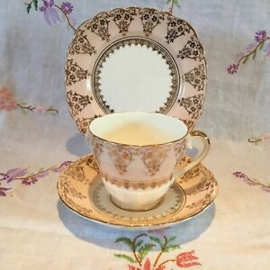 *STUNNING VINTAGE IMPERIAL PALE PINK AND GOLD CHINTZ BONE CHINA TEA SET TRIO*