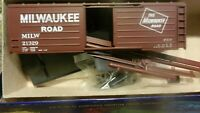 Roundhouse MDC Walthers HO 40' Milwaukee Road Horizontal Ribbed Boxcar Kit, NIB.