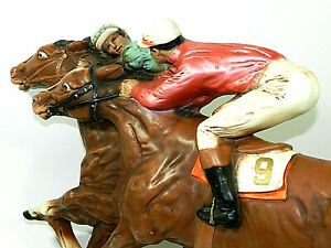 1966 Universal Statuary Corp. Chicago #361 Vintage Wall Plaque Horse Racing