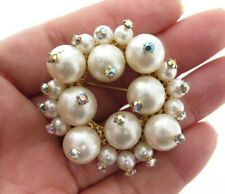 CLASSIC VINTAGE AB RHINESTONE & FX PEARL BEADED CLUSTER GOLD WREATH BROOCH PIN