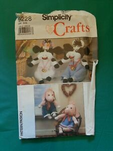 Simplicity Sewing Pattern 9228 Stuffed Cow & Pig With Clothes Uncut