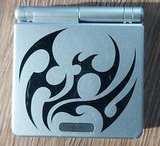Nintendo Game Boy Advance SP Tribal Limited Edition Silber mit Ladekabel