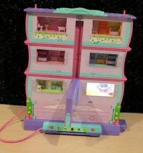 Mattel Pixel Chix Roomies Interactive Mansion Apartment Building  w/ 1 Figure