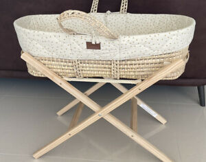 Little Green Sheep Moses Basket, Mattress, Stand And 2 Fitted Sheets Linen Rice