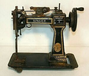 Antique SINGER Pique Glove Sewing Machine Model 46K1 Made in Great Britain 1917