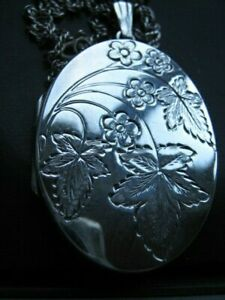 1967 FULLY HALLMARKED LARGE VINTAGE  STERLING SILVER LOCKET & CHAIN