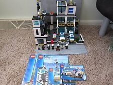 LEGO City Police Station set # 7744 w/ minifigs and instructions, 99% complete