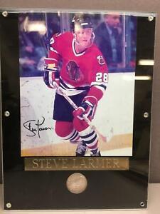 Framed 1991 Chicago Stadium Limited Edition Coin & Steve Larmer Signed Photo