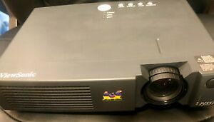 ViewSonic PJ551 Video Projector. Comes w cords, manual, remote & carrying Bag