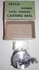RARE ANTIQUE BOXED MICHIGAN MADE VETCO PIONEER MODEL B 1 LEVEL WIND CASTING REEL