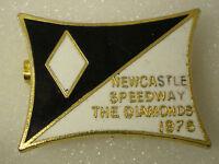 NEWCASTLE SPEEDWAY - THE DIAMONDS 1976 Enamel Lapel Pin Badge