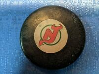 NHL NEW JERSEY DEVILS VINTAGE VICEROY RUBBER SHIELD V3 SLUG GAME PUCK 1973/83