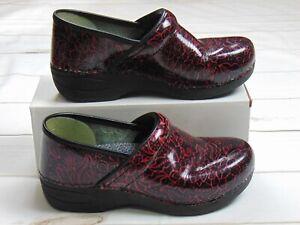Dansko Women's XP 2.0 Patent Clogs Size 39 8.5 9 Red Floral Anti Slip Nurse Dr