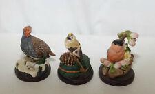 3 oiseaux : Perdrix Roitelet huppé Bouvreuil (sujet en composition)