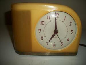 VINTAGE WESTCLOX BUTTERSCOTCH YELOW MOONBEAM ELECTRIC ALARM CLOCK