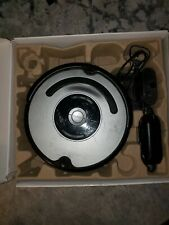 i Robot Roomba 560 Robot Vacuum- holds short charge lighthouse included