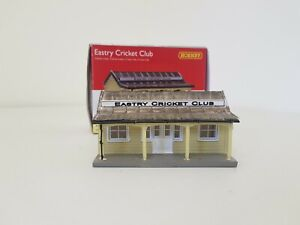HORNBY SKALEDALE OO GAUGE R9853  EASTRY CRICKET CLUB