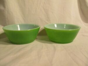 """2 VINTAGE 5"""" GREEN FIRE KING ANCHOR HOCKING CEREAL CHILI SOUP BOWLS"""