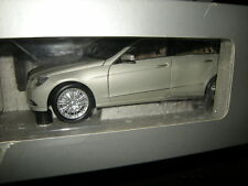 1:18 Minichamps Mercedes-Benz E-Klasse S212 T-Modell Perlbeige Nr. B66962448