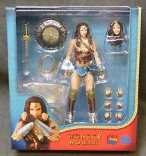 "Wonder Woman MAFEX 6"" Action Figure - DC"