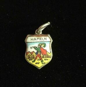 Silver Vintage CHARM  : TRAVEL SHIELD . HAMELN. Excellent (ref22)