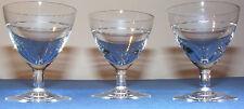 3 verres anciens à pieds 10 cl soufflés gravés d'une frise