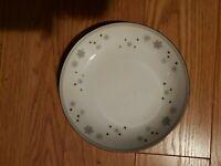 "Vintage Snowflake Porcelain Salad Bowl - 7.5"" diameter"