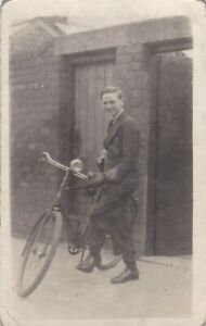 OLD PHOTO YOUNG MAN BOY CYCLING BIKE W1