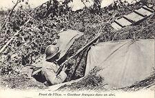 Guetteur Français dans un Abri Front de l'OISE France CPA Guerre 1914-18