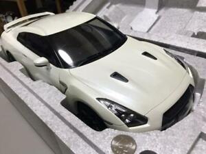 AUTOART 1/12 Nissan GTR R35 Pearl White die casting model car W/case Used
